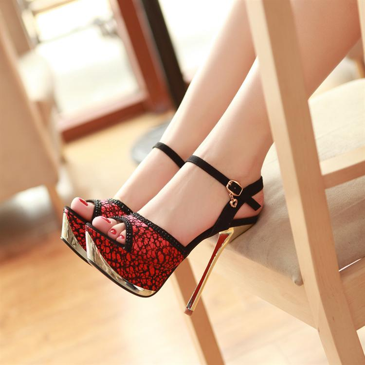 Women In Sexy Shoes 79